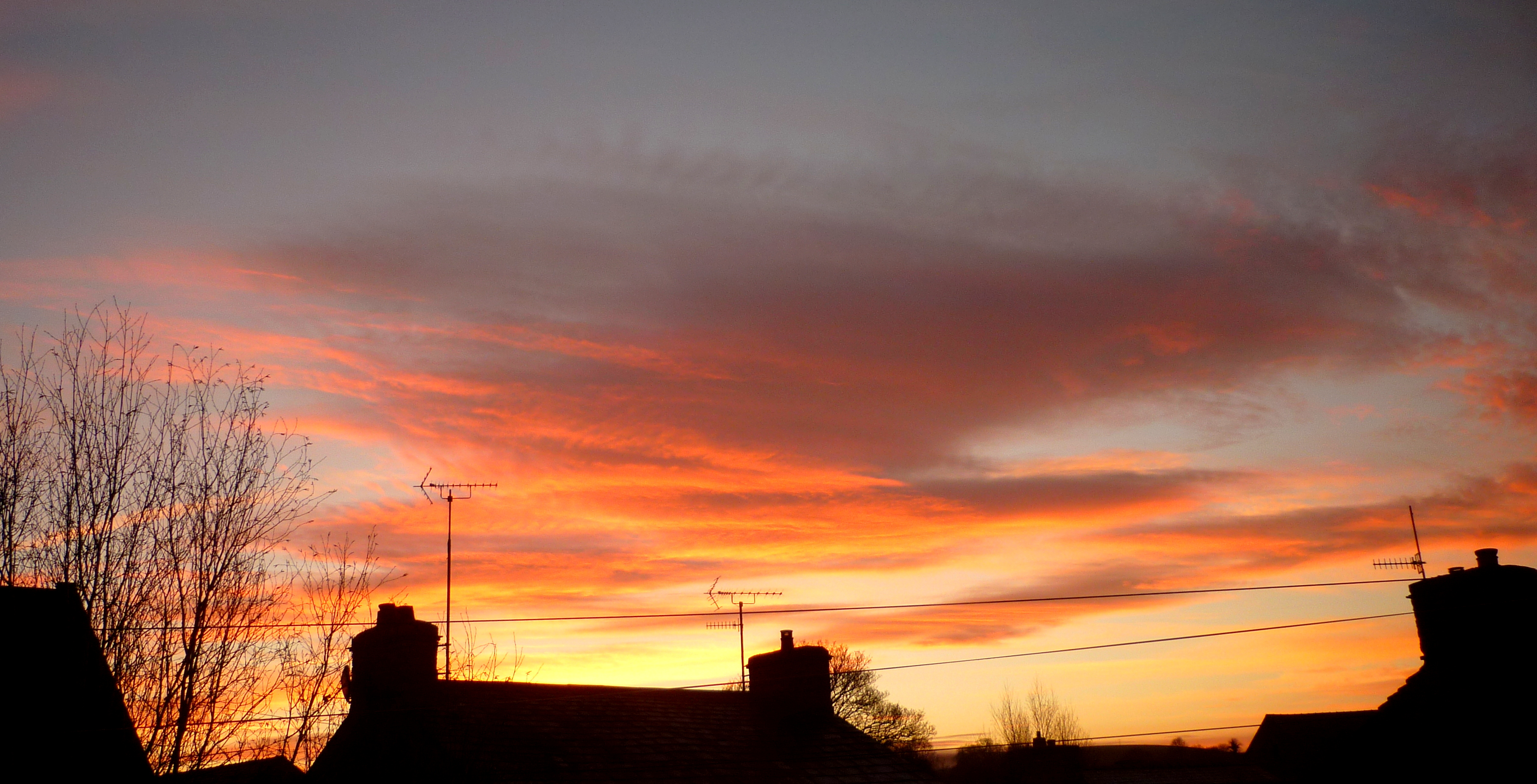 Red sky end to sunny day.