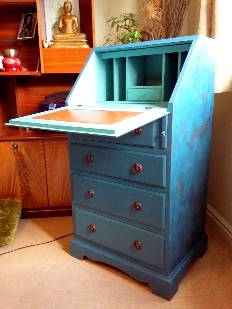 1 painted desk