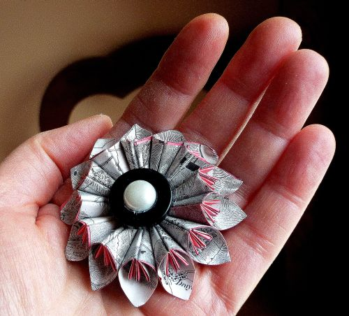 Origami_flower_brooch1.jpg