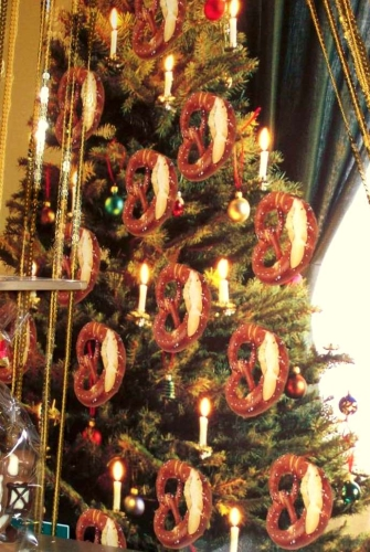 pretsels_on_christmas_tree1.jpg